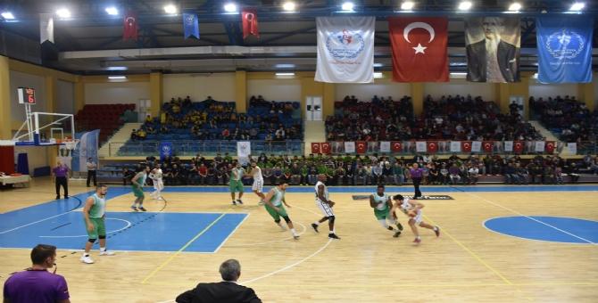 Basketbolda Galibiyet Sevinci